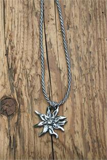 Trachtencollier mit dünner gedrehter Kordel und Edelweissanhänger - 48 silber