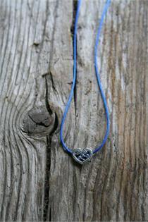 Trachtencollier mit Seidenband und Herzanhänger - 43 royal